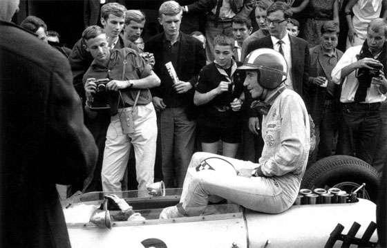 GP da Bélgica de 1964: o britânico Robert McGregor Innes Ireland e o suiço Jo Siffert