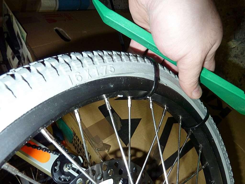 Pneu plein montage et modification des pneus polyair for Chambre a air velo anti crevaison