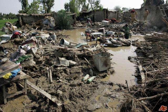 essay on flood in pakistan in urdu
